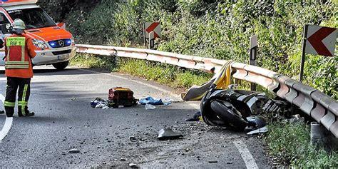 Motorradunfall B 4 by Motorradunfall Wieder Ein T 246 Dlicher Unfall Im Br 246 Ltal