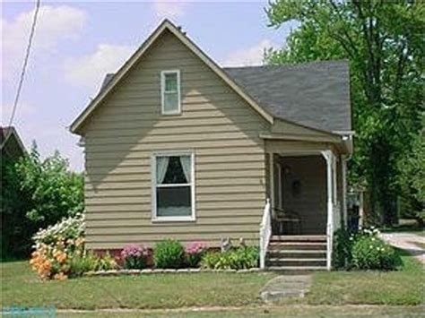 how should i paint my house help what color should i paint my foundation