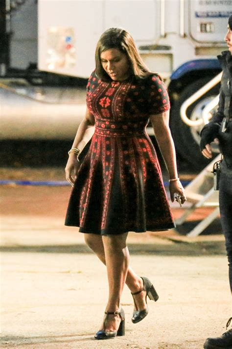 mindy kaling new movie mindy kaling looks fabulously chic on the set of quot ocean s