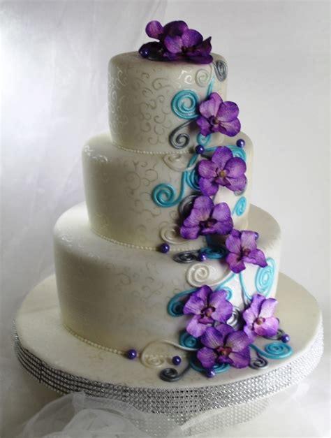 hochzeitstorte in lila lila fliederfarbene tortenkunst moderne hochzeitstorte