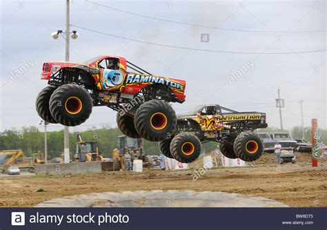 videos monster truck 100 monster truck videos freestyle monster jam