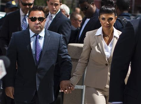 what does tresa charge for a reading joe teresa giudice plead not guilty to federal fraud