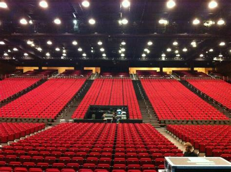 caesars casino fan page caesars colosseum stage ontario canada