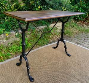 table en fonte bistro table ancienne pieds en fonte et plateau rectangulaire en chene