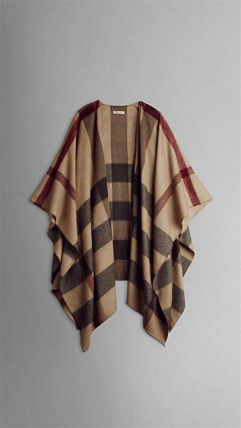 Ponco Burberry 3 burberry check cape i would wear this every day