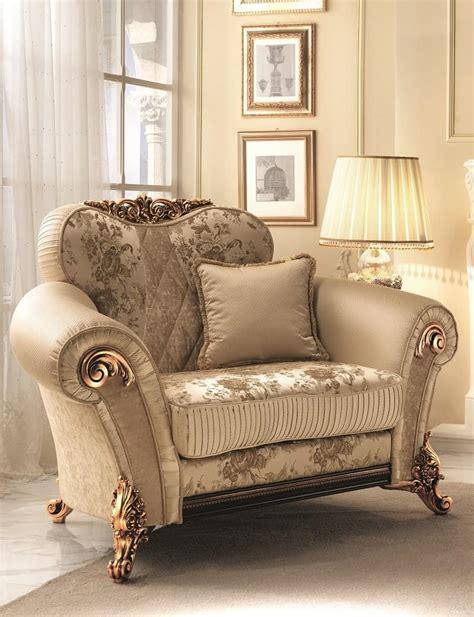 poltrone morbide poltrona morbida con decori dorati ricca ed elegante