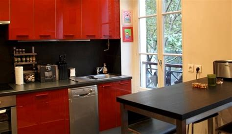 quelle couleur au mur avec une cuisine grise et inox