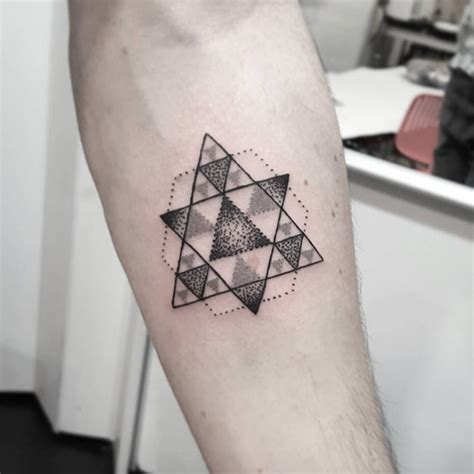 geometric tattoo la 30 geometric tattoos designs for men and women tattoosera