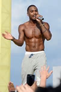 Trey songz performs shirtless for mtv spring break