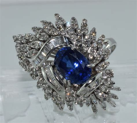 A477 White Sapphire 3 4 Ct 17 kt white gold ring set with a 4 ct sapphire and 3 8 ct