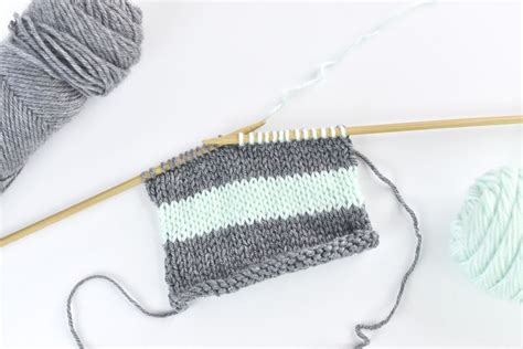 how to change colors when knitting how to change and carry colors when knitting