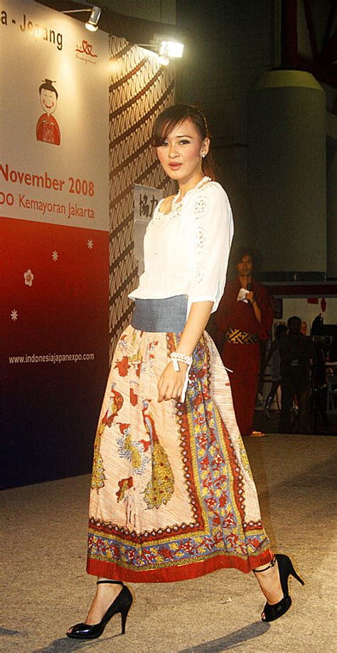 batik fashion file batik fashion 01 jpg wikimedia commons