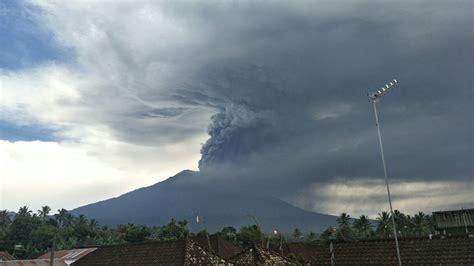 detiknews gunung agung bali hujan abu gunung agung warga turun ke lokasi pengungsian