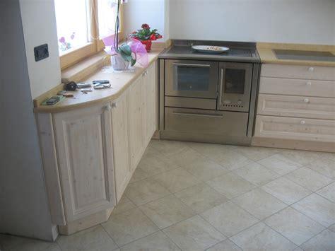 cucine in abete cucina in abete sbiancato falegnameria madera