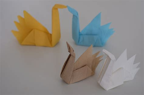 Folding Paper Swan - how to fold origami swan using napkins jewelpie