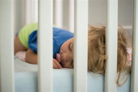 kleinkind ins bett bringen ins bett bringen so klappt es ohne stress wunschfee