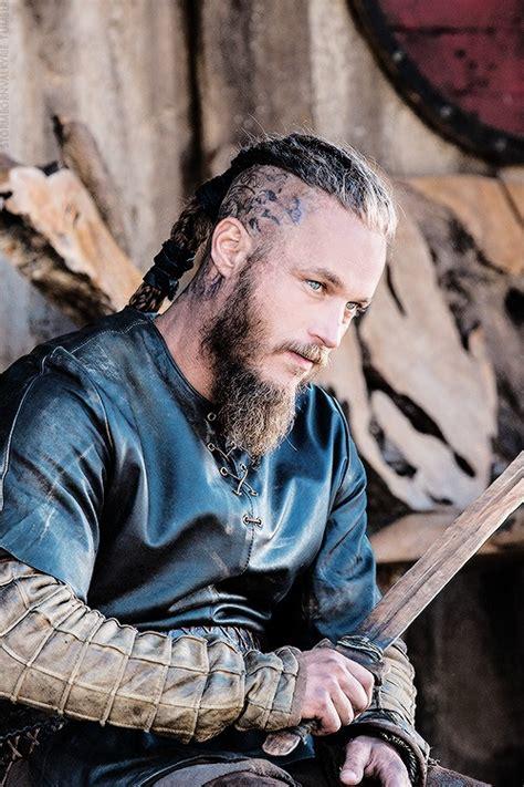 travis fimmel ragnar vikings men i love pinterest stormbornvalkyrie ragnar vikings 2 06 i love ragnar