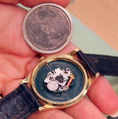 Baterai Jam Tangan begini cara ahli reparasi jam tangan ketika mengganti