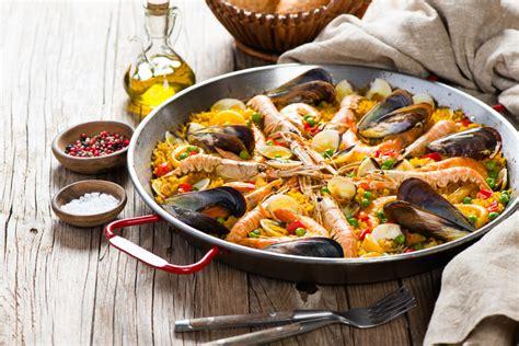 cucinare la paella di pesce paella con carne e pesce ricetta originale della paella