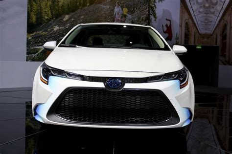 2020 Toyota Prius Pictures by The 2020 Toyota Corolla Hybrid Gives You Prius Fuel
