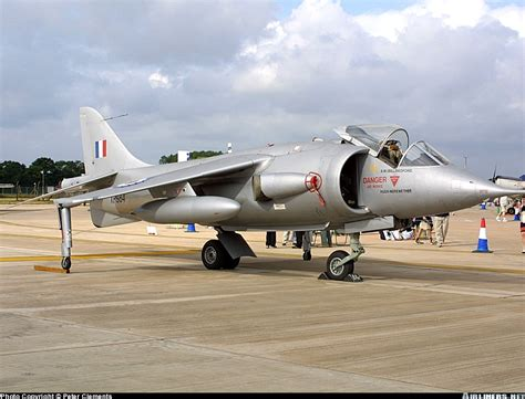 hawker p 1127 kestrel and 0750965304 hawker siddeley p 1127 uk air force aviation photo 0510996 airliners net