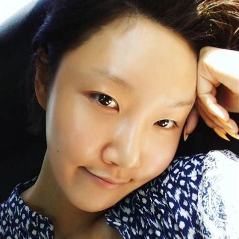 Eyeshadow Inez No 1 choappuccino hwasa without makeup is just as