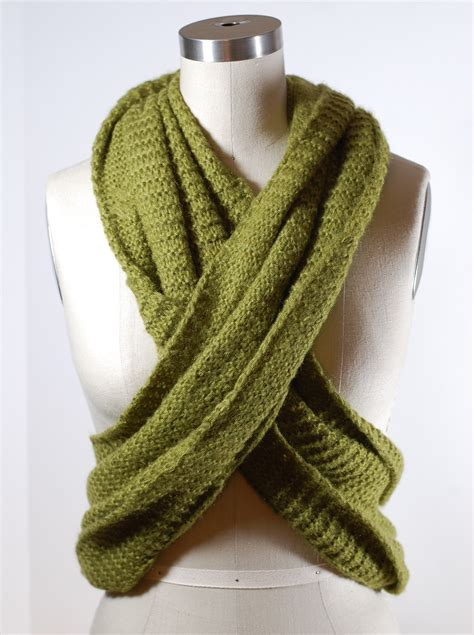 library how to make infinity scarf with a twist