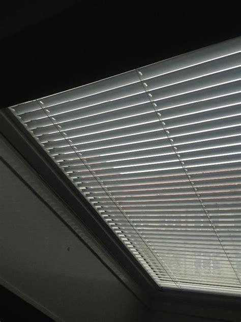dachfenster jalousie innen roto dachfenster innen jalousie wdf 845 khw mr wei 223 in