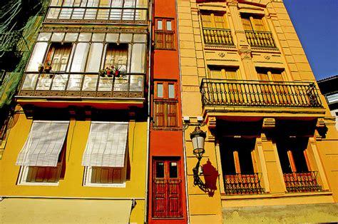 casa en valencia el plan b casa estrecha en valencia