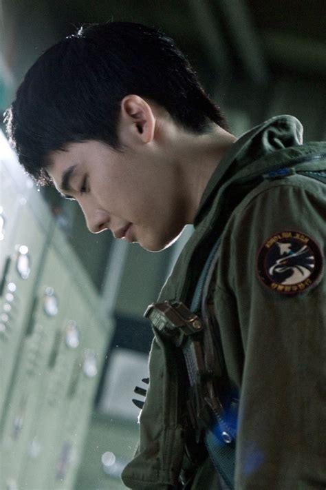 film lee jong suk return to base soar into the sun lee jong suk www pixshark com images