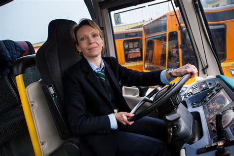 donne al volante di camion quot quot colleghe al volante autobus web la