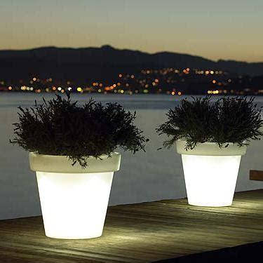 vasi da esterno illuminati l illuminazione per il giardino estivo casa e trend