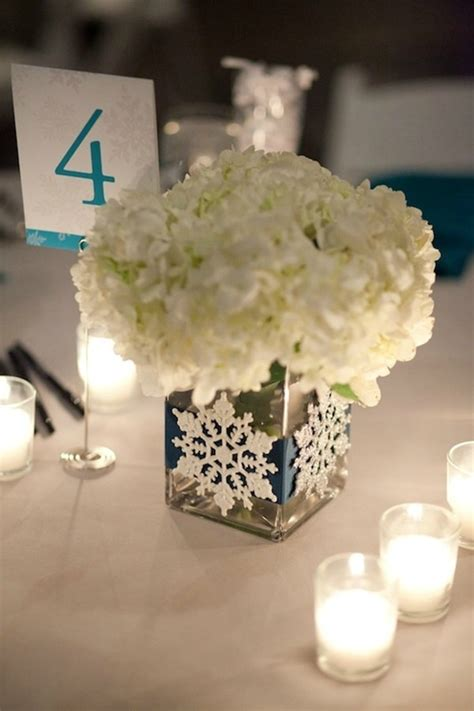 5 easy winter centerpiece ideas