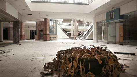 lincoln malls shocking photos show inside abandoned lincoln mall nbc
