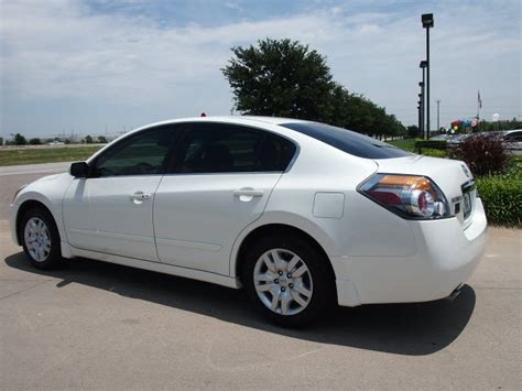 nissan altima white 2010 301 moved permanently