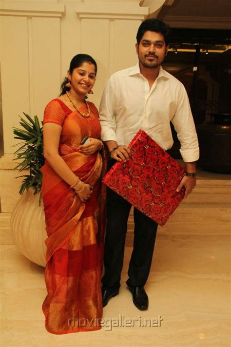 actor goundamani first film picture 227712 actor shakthi vasu with wife smrithi