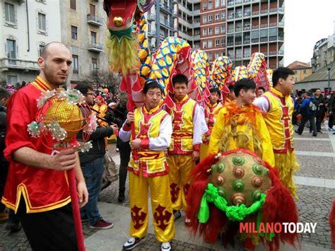 cinese a capodanno cinese a il 5 febbraio sfilata in via