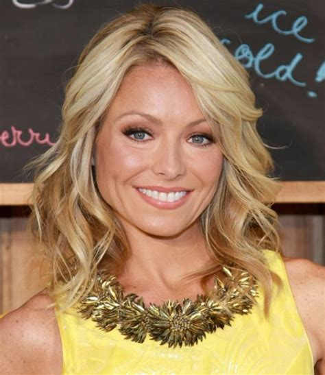 how does kelly ripa get her hair to be wvy kelly ripa mid length hair soft waves hair with a