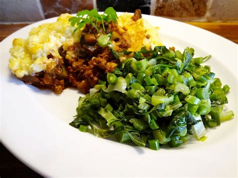 How To Make Cottage Pie With Mince by Living In The Age Turkey Mince No Taters Cottage Pie