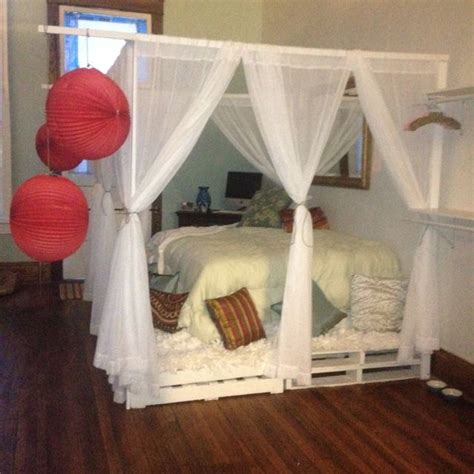 Diy Canopy Bed Frame Diy Pallet Canopy Bed For The Home I Am Diy And Crafts And Diy Pallet