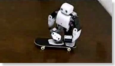 Plen The Skateboarding Robot by ο Plen κάνει Skateboard Pestaola