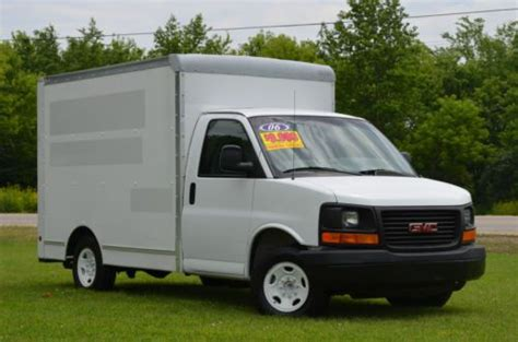 10 box truck for sale sell used 2006 gmc savana 3500 10ft box truck