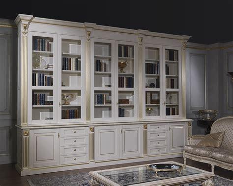 libreria in stile classico libreria stile classico e oro le forme lusso