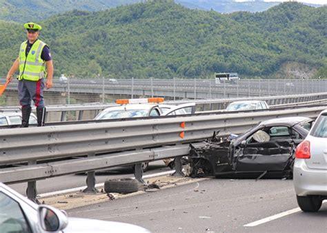 consolato spagnolo venezia incidente stradale sulla a24 muore 65enne ferito il