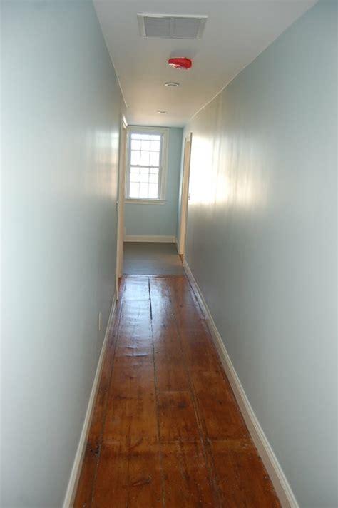 agréable Couleur Pour Un Couloir #1: bleu-couloir-lumière-de-la-couleur-du-mur.jpg