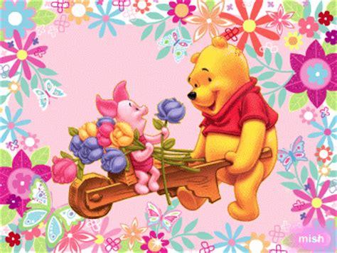 imagenes de winnie pooh y puerquito winnie pooh llevando en a carretilla a puerquito con un
