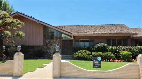 brady bunch house   sale filming locations
