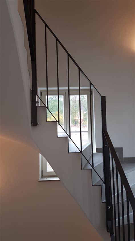 Holzgeländer Treppe Innen by Treppen Und Gel 228 Nder Bauschlosserei J 246 Rg Schulze