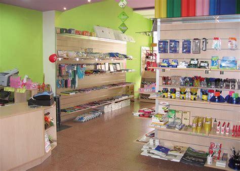 arredo negozi catania manichini espositori stender e attrezzature per arredo