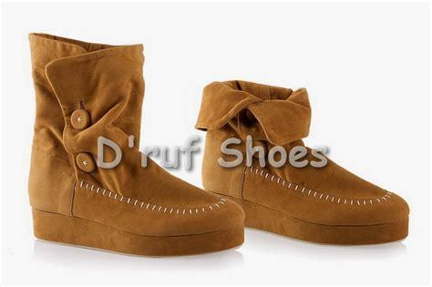 Sepatu Wanita Merk Clarks sepatu pria keren terbaru toko sepatu pria termurah